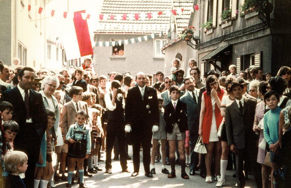 Kommandant und Brudermeister Lothar Schlagheck in den 80er Jahren auf dem Kirchplatz