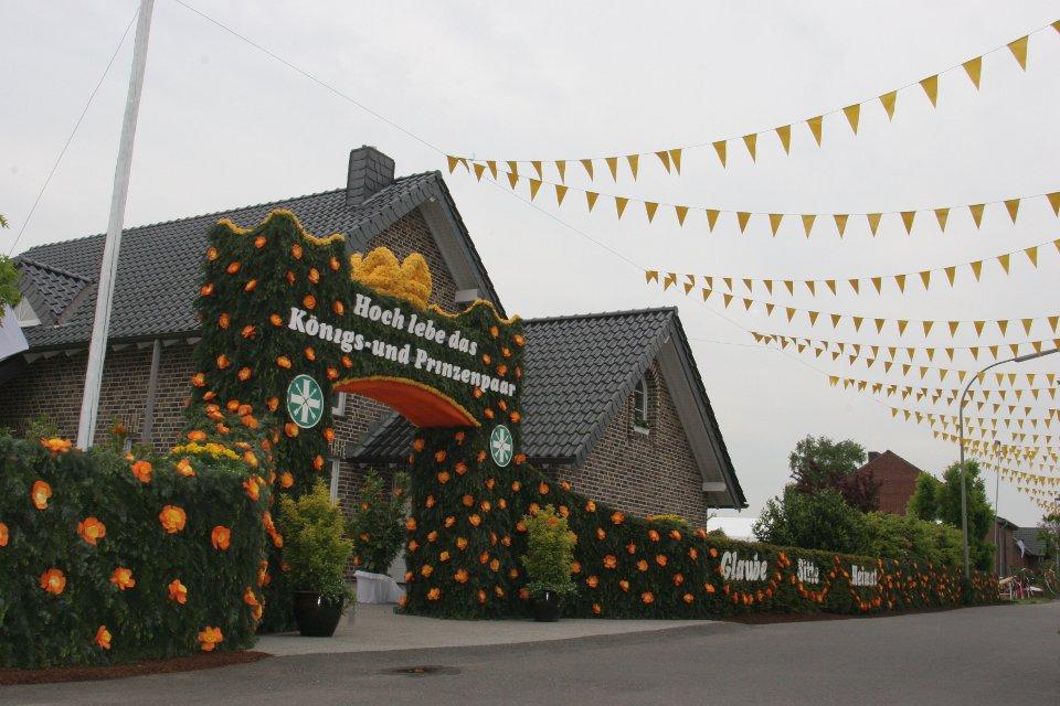 Das Königshaus in Kipshoven feierlich geschmückt