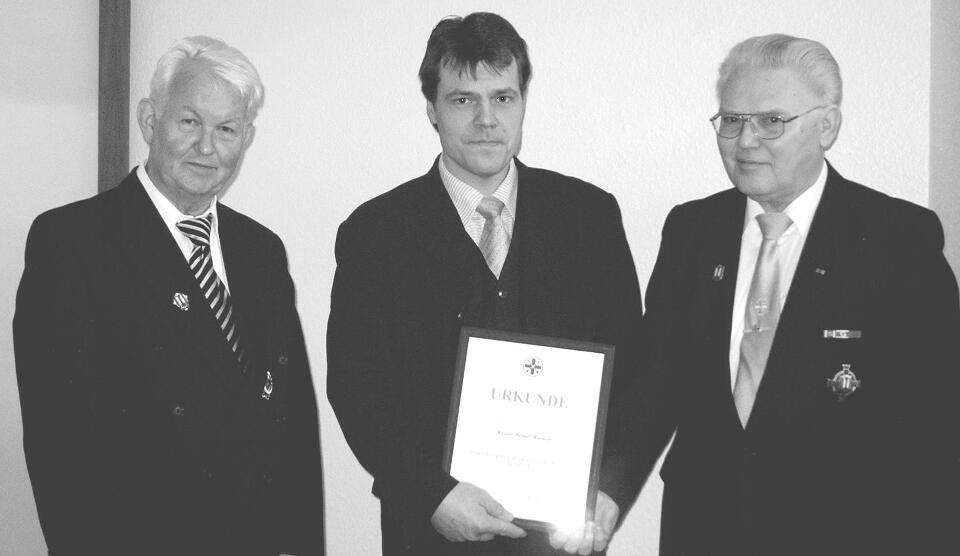 Auf der Jahreshauptversammlung wurde Bernd Heinen für seine langjährige Tätigkeit als Hauptmann der Bruderschaft geehrt. Der Bezirksbundesmeister Heinz Beyers aus Merbeck, sowie Präses Pater Franz überreichten als Dank der Bruderschaft die Christoph Bernhard Graf Galen Plakette.