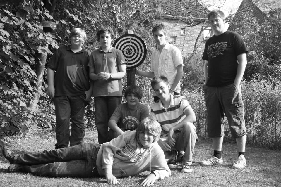 Gruppenbild im Garten zum Abschluss der Aktion