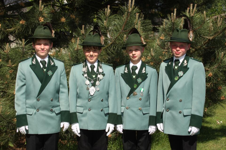 Schülerprinz Robin Krappen, Minister Henrik Foetsch und Christoph Wolters, Adjutant Maximilian Schreinemacher