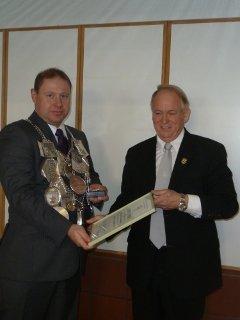 Anlässlich der Jahreshauptversammlung ist unserem Schützenkönig Bernd Schreinemacher für seine besonderen Dienste für die Bruderschaft das Silberne Verdienstkreuz verliehen worden. Für die vielen Angelegenheiten, bei der er sich für unsere Bruderschaft einsetzt, bedanken wir uns ganz herzlich bei ihm.
