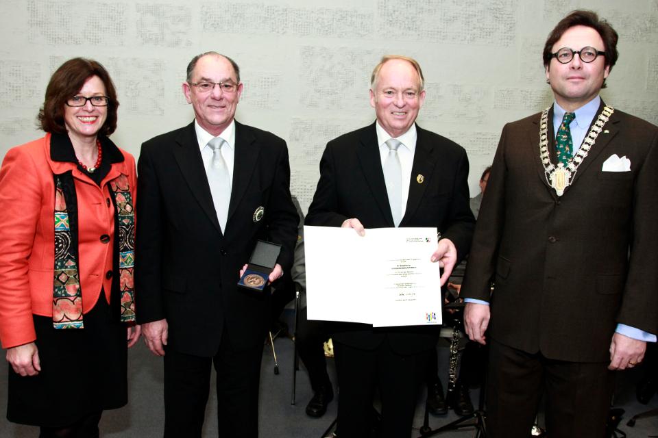 Frau Ministerin Ute Schäfer, unsere Vorstandsmitglieder Joseph Jöcken und Herbert Fervers, sowie unser Hochmeister Dr. Emanuel Prinz zu Salm Salm bei der Ehrung
