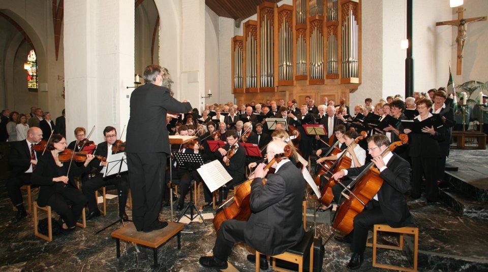 Der Projektchor mit Orchester unter Leitung von Helmut Misgaiski