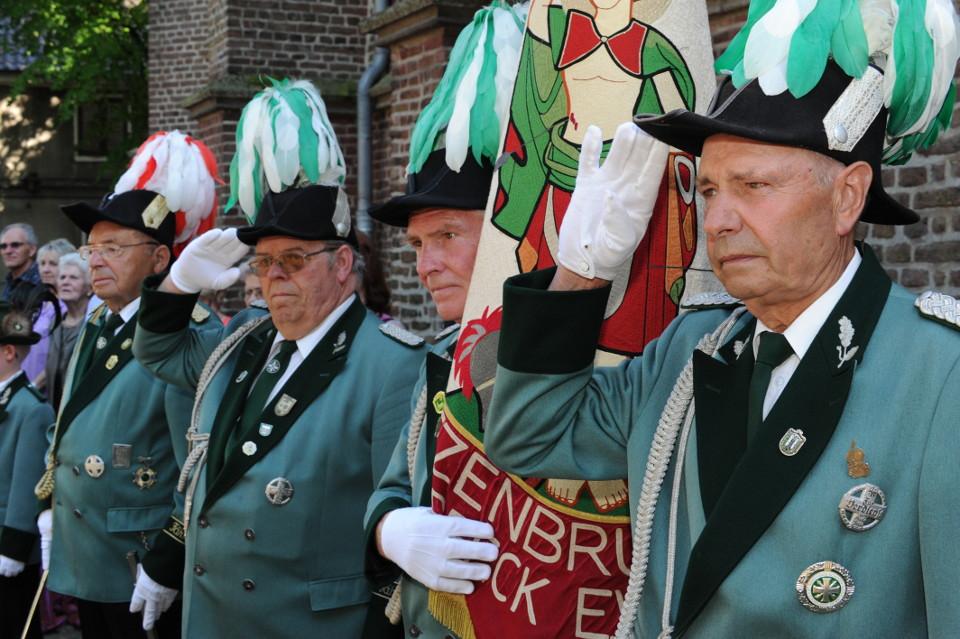 Unsere Fähnriche, die alte Garde 2012 bei der Parade