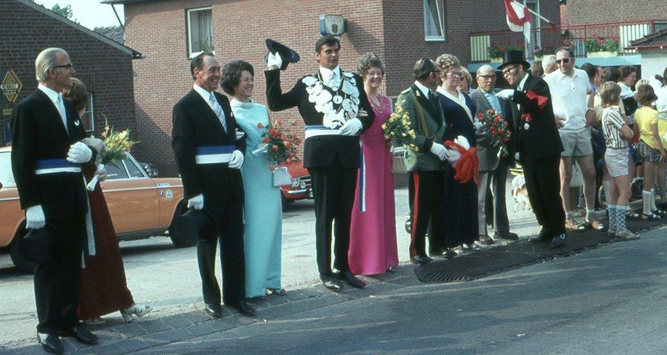 König Peter Wyen während der Parade in Merbeck