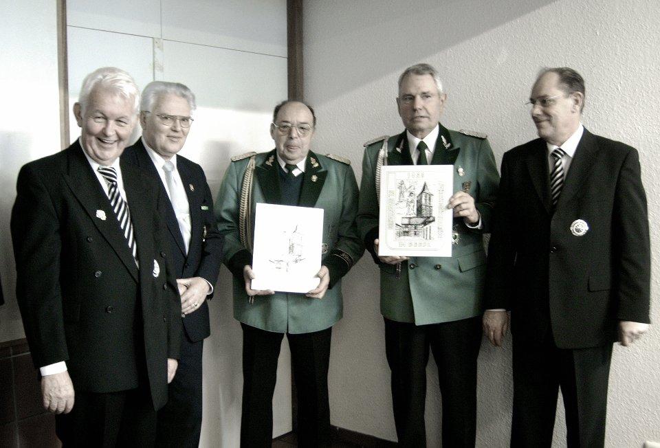 Präses Pater Franz Hendrickx, Bezirksbrudermeister Heinz Beyer, Paul Königs, Klaus Merz und Kassierer Joseph Jöcken (v.l.n.r.)