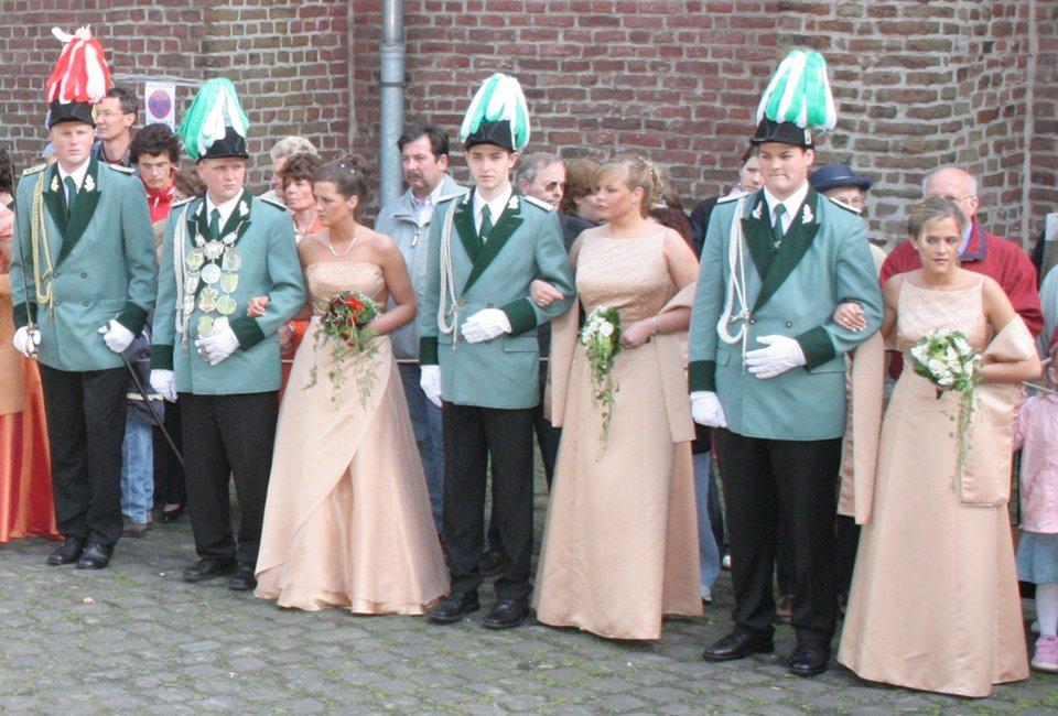 Prinzenpaar Alexander Cremer und Stefanie Radermacher, Ministerpaare Jens Born und Kirsten Born, René Esser und Kerstin Radermacher, Prinzenadjutant André Hennekes