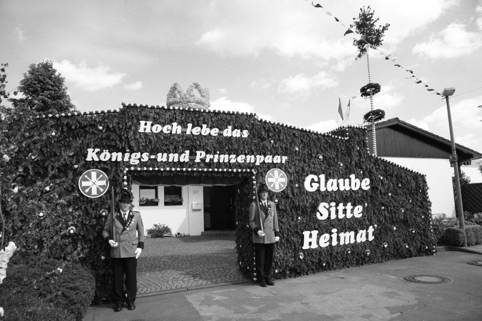 Wache am Königshaus - (v.l.) Christoph Clever und André Hennekes
