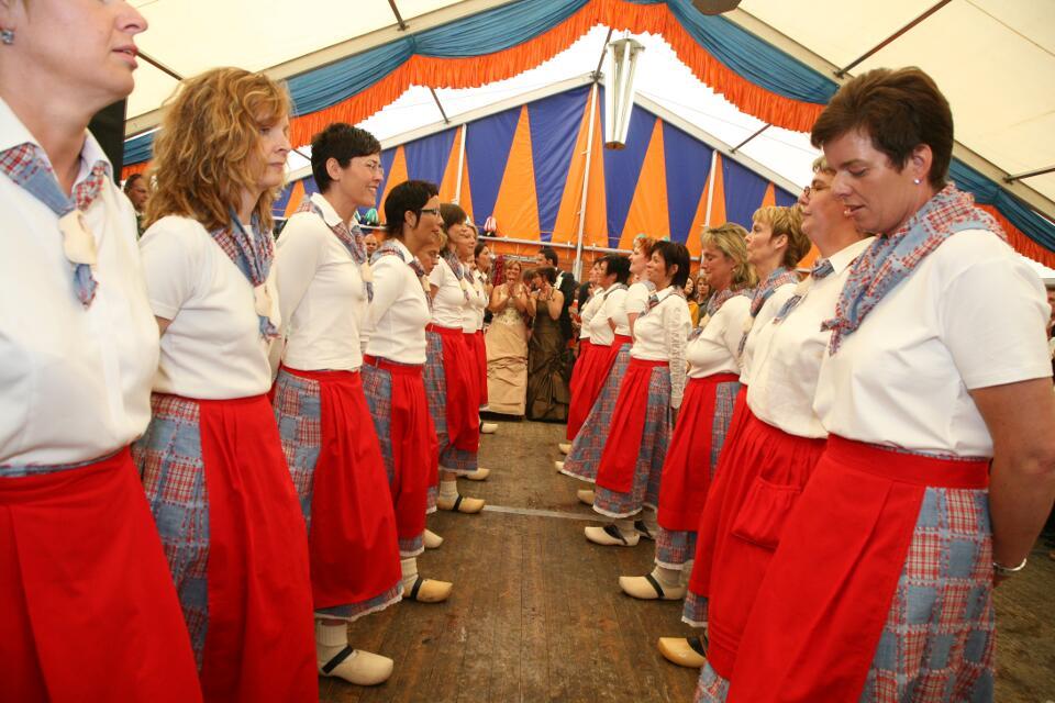 Pfingstmontag beim traditionellen Klompedanz