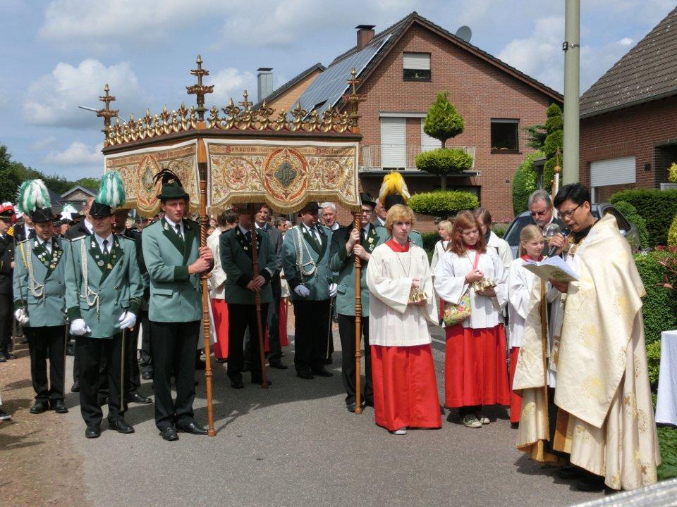 Fronleichnamsprozession, Altar in Gerichhausen (Bild von Hei on Klei)