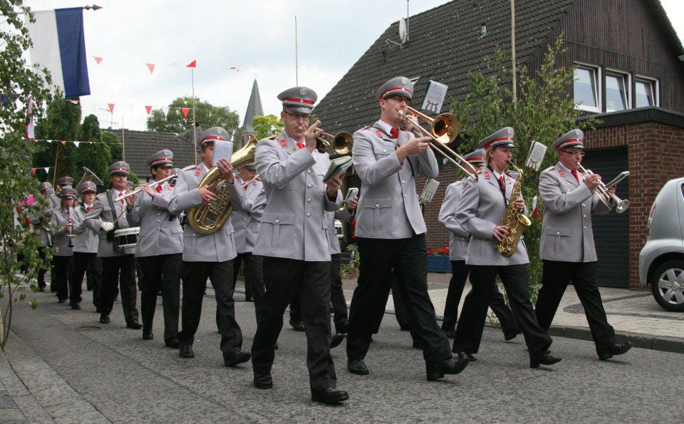 Musikverein Klinkum beim Festzug in Beeck