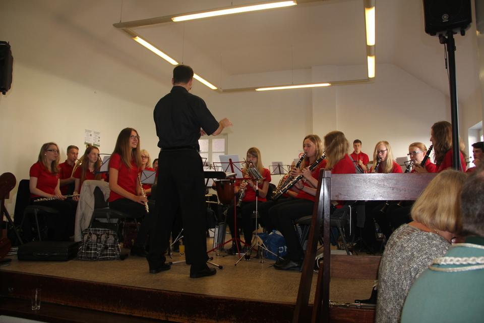 Das Jugendorchester des Klinkumer Musikvereins, dirigiert von Kai Stoffels