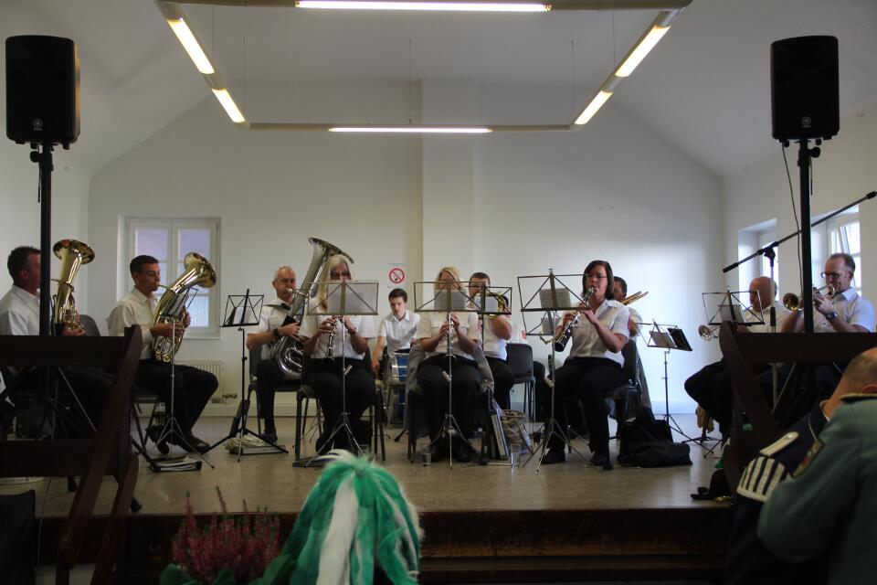 Der Musikverein Klinkum auf der Bühne des Vincentiushaus
