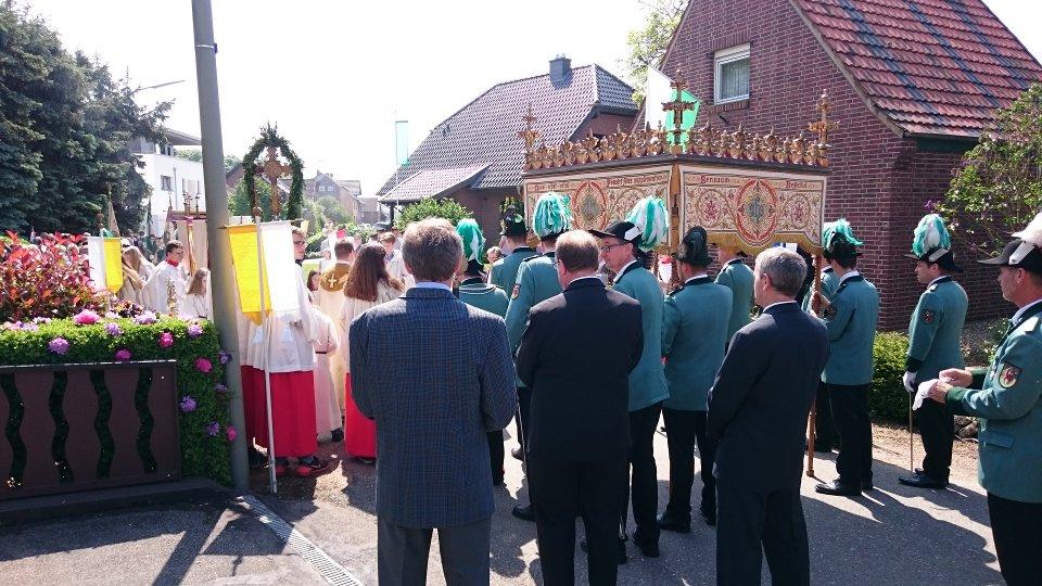 Der dritte Altar: In Gerichhausen. Geschmückt von der Dorfgemeinschaft Hei on Klei.